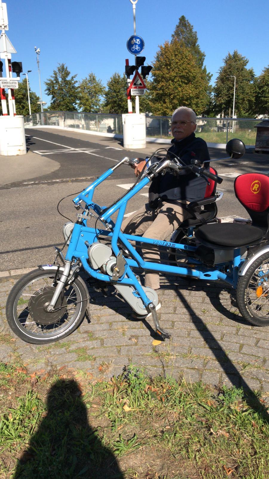 190921-FMLLd-wachten-op-de-fietsen-uit-de-Merenwijk-Marjo-Lindhout